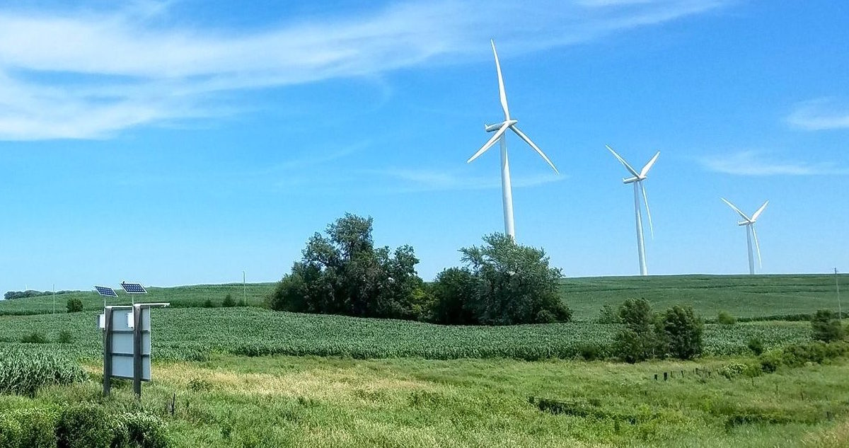 Wind vs  Solar | Simpleray Solar
